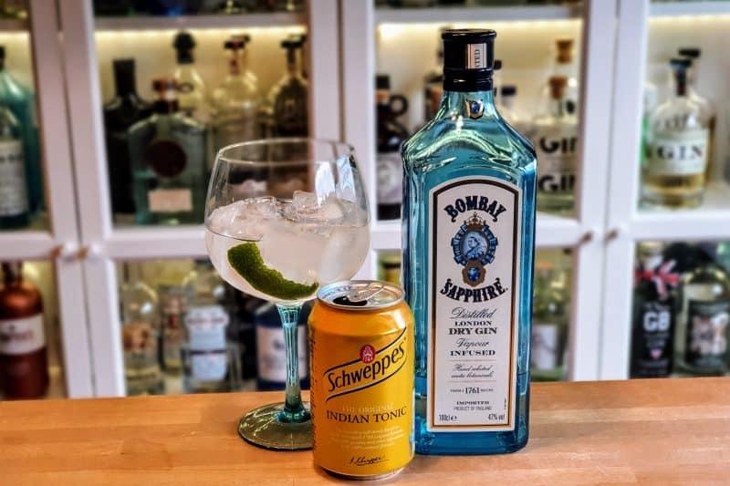 Gin og Tonic med lime, og Bombay Sapphire London Dry Gin