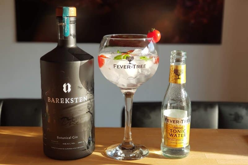 Bareksten-GT-med-Fever-Tree-Indian-Tonic,-Cherry-tomater-og-korianderBareksten-GT-med-Fever-Tree-Indian-Tonic,-Cherry-tomater-og-koriander