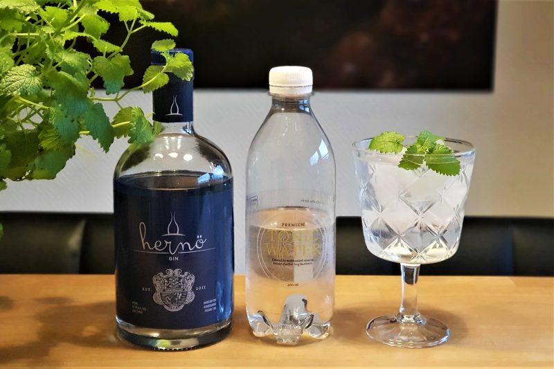 Gin og Tonic med Hernö Gin og sitronmelisse