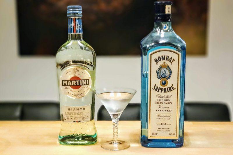 Dry Martini med Bombay Sapphire og Martini Bianco