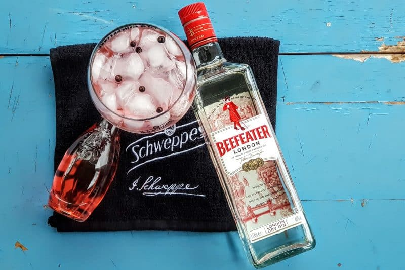 Gin og Tonic med Beefeater Schweppes Hibiscus