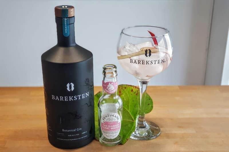 Gin-og-Tonic-med-Bareksten-Botanical-Gin-og-Fentimans-Rhubarb-Tonic.