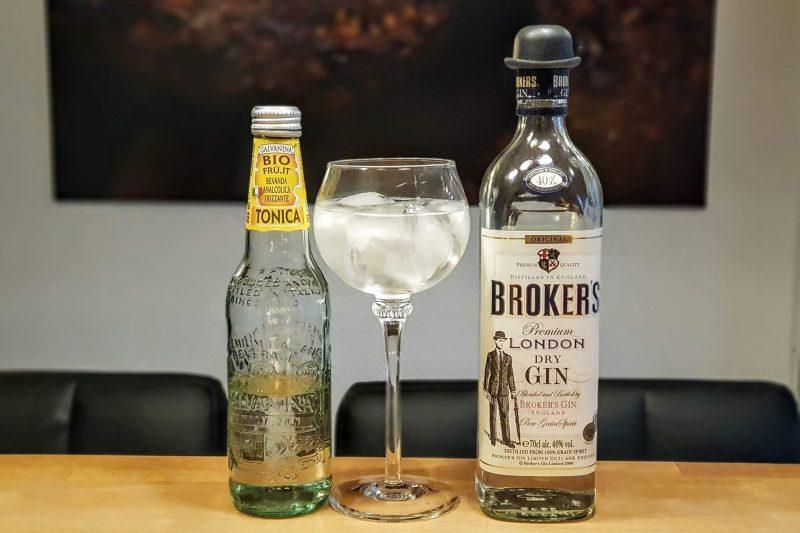 Gin og Tonic med Brokers Gin og Galvanina Tonic Water