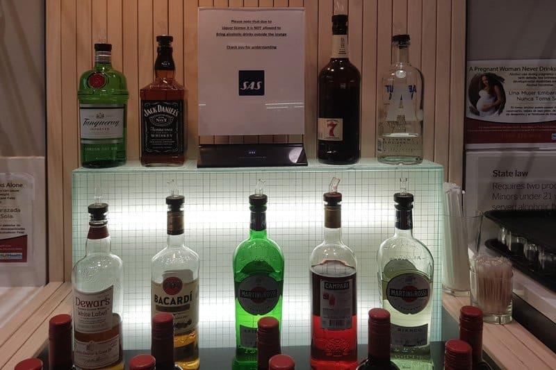 Gin og vermut utvalget på Newark Liberty airport SAS lounge terminal B