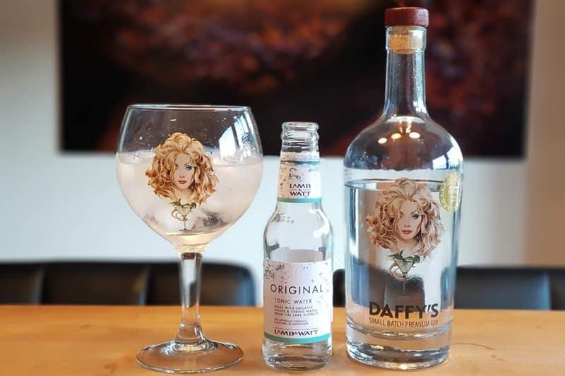 Gin og Tonic med Daffys Gin og Lamb & Watt Tonic Water