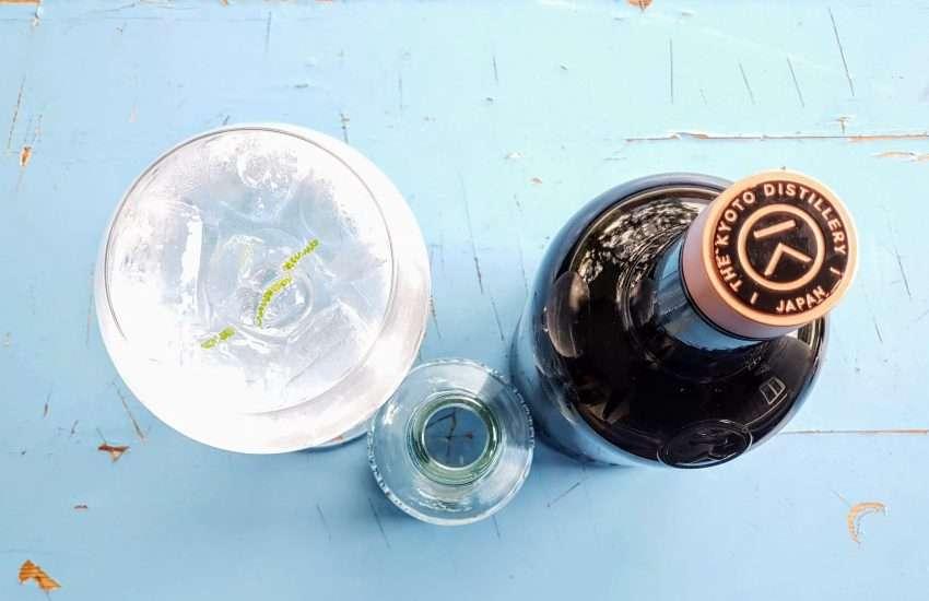 Gin og Tonic med KI NO BE Gin