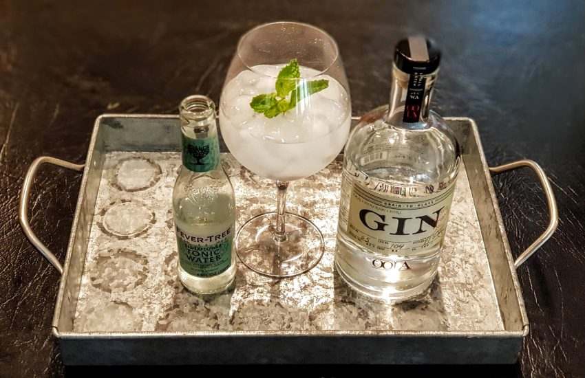 Gin Tonic med OOLA Gin og FT Elderflower