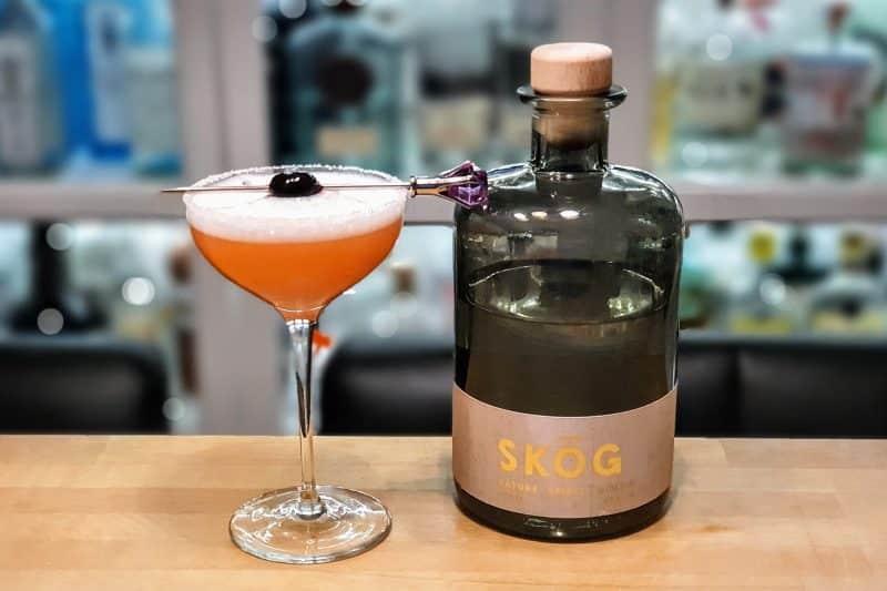 Cocktailen Pink Lady med Skog Gin