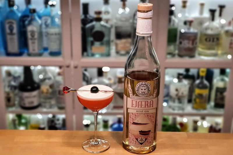 Strawberry Clover Club med Fjæra Gin