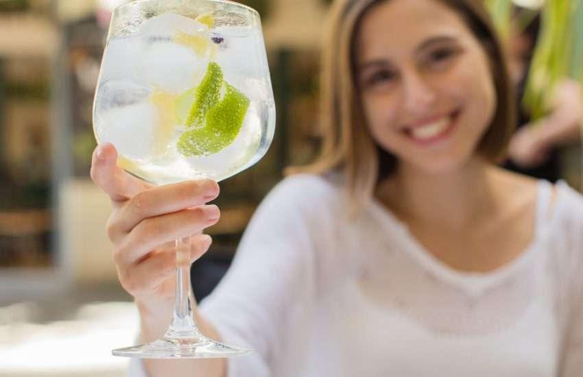 10 vårlige gin-drinker du kan nyte i solveggen