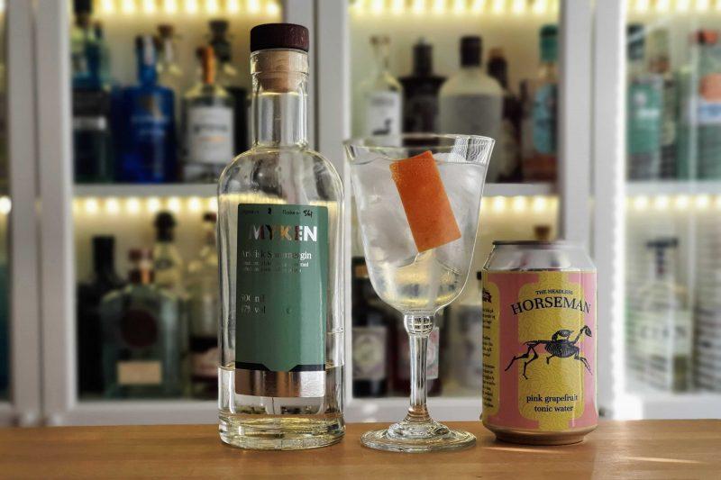 Gin og Tonic med Myken Sommergin og grapefrukt tonic og skall