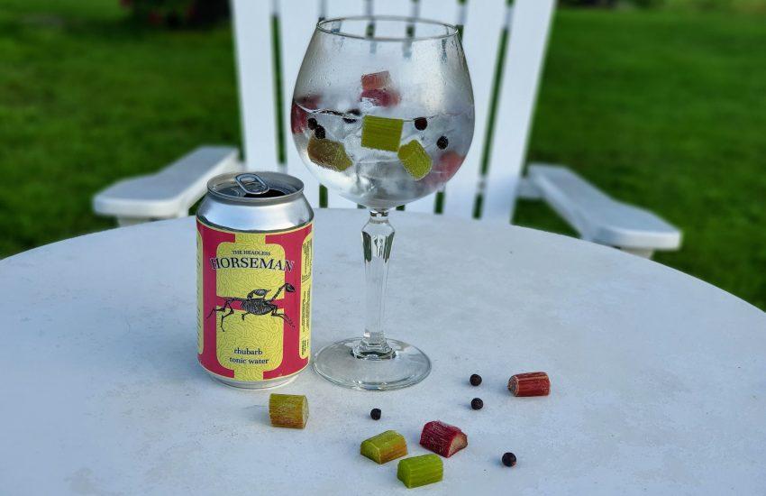 Alkoholfri GT med The Headless Horseman rhubarb tonic, einer og rabarbra