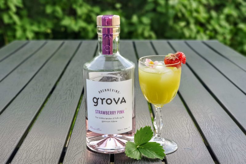 Gin-Basil Smash med Brennevinsgrova Strawberry Pink Gin