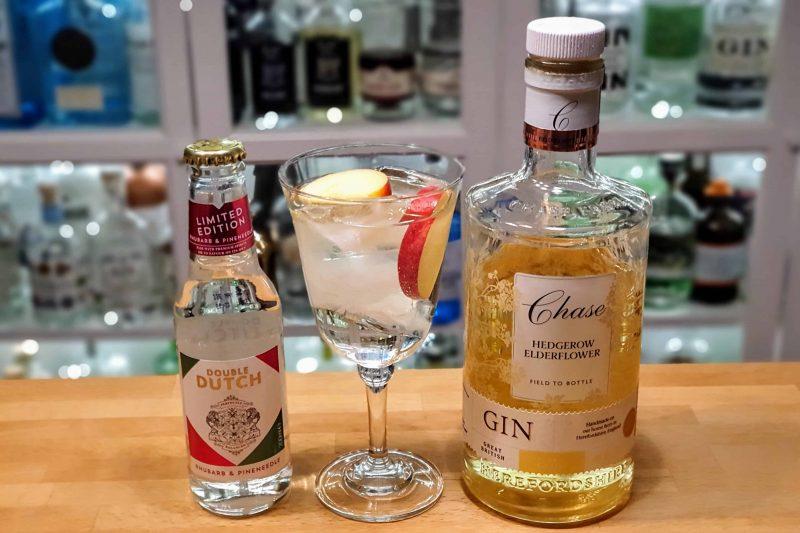 Chase Hedgerow Gin med rabarbra og granskudd mixer