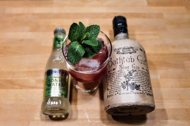 Forfriskende Gin og Tonic med Bathtub Sloe Gin