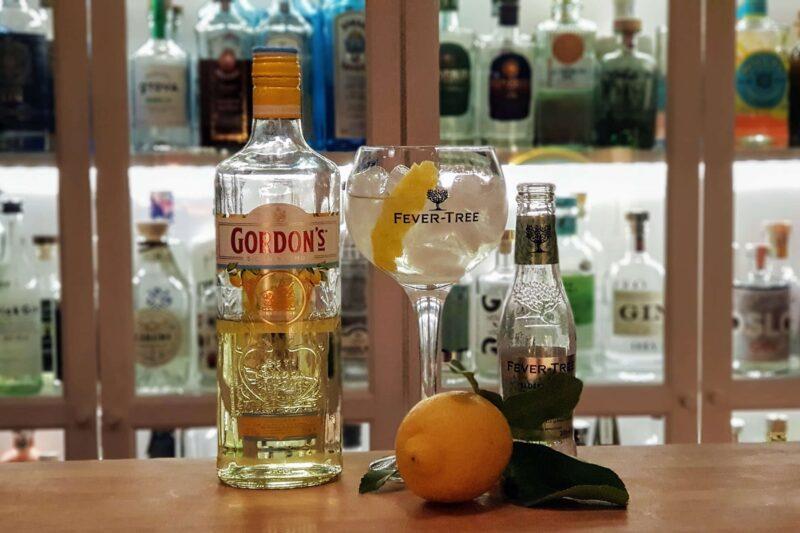 Gordons Sicilian Lemon Gin og Tonic med Amalfi sitron