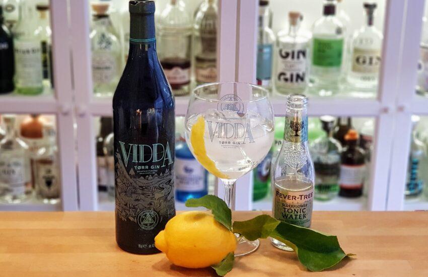Vidda Tørr Gin og Tonic med Amalfi sitron