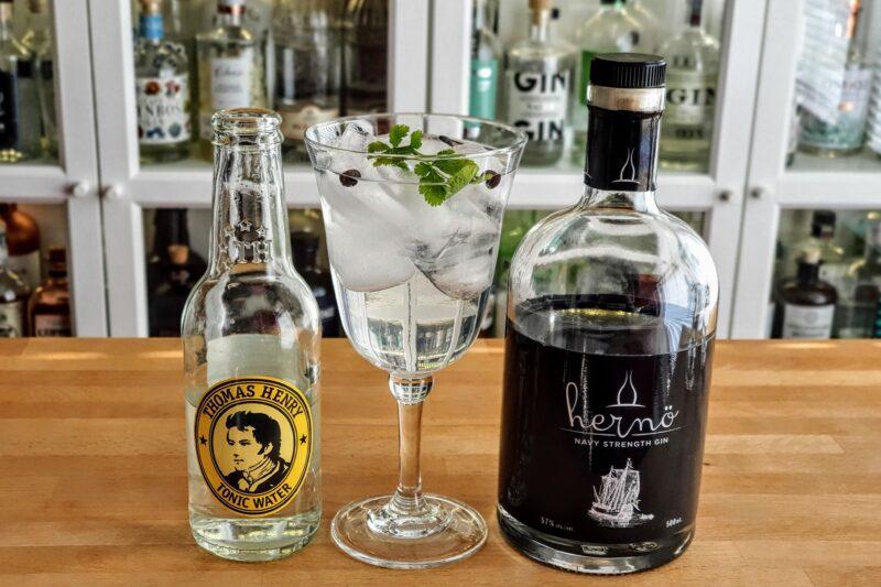 Gin og Tonic med Hernö Navy Strength Gin
