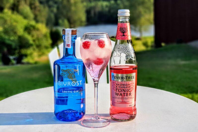 Rosa Gin og Tonic med Bivrost Arctic Gin. Rosa gin oppskrifter.