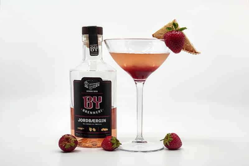 Strawberry Breakfast Martini med By Brenneri Jordbærgin