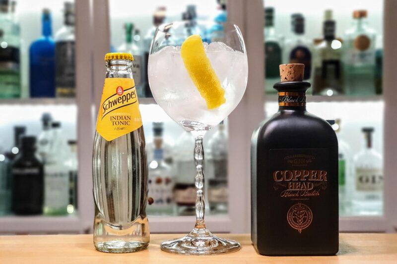 Klassisk Gin og Tonic med Copperhead Black Batch Gin