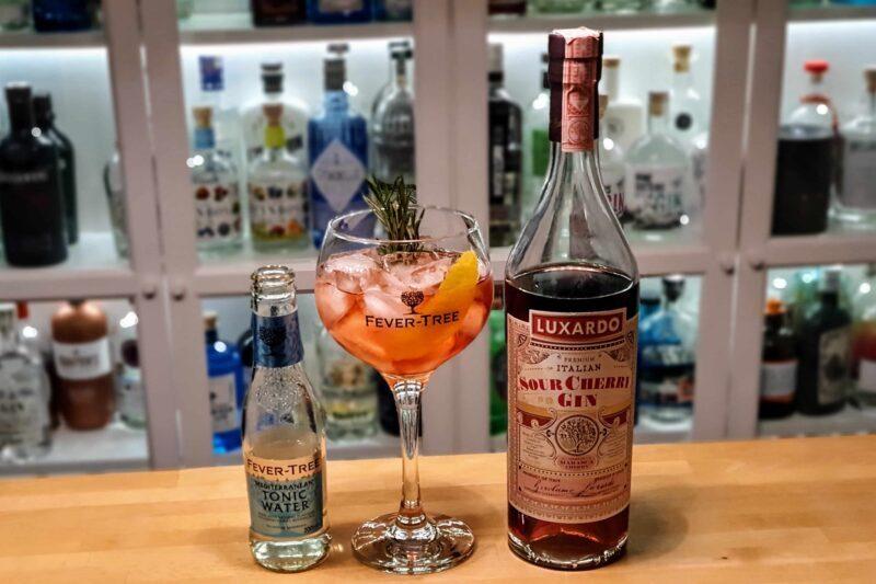 Gin og Tonic med Luxardo Sour Cherry Gin
